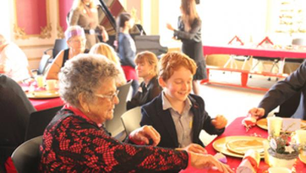 ACS Hillingdon students welcome Pendle Court residents for festive fun